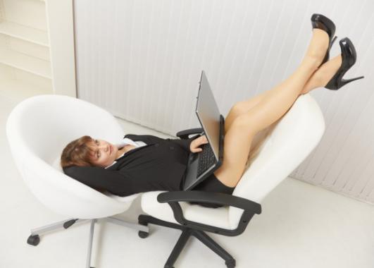 Удобное офисное кресло