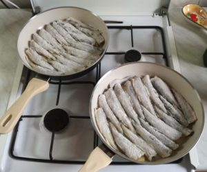 Как приготовить корюшку вкусно на сковороде - жарить корюшку