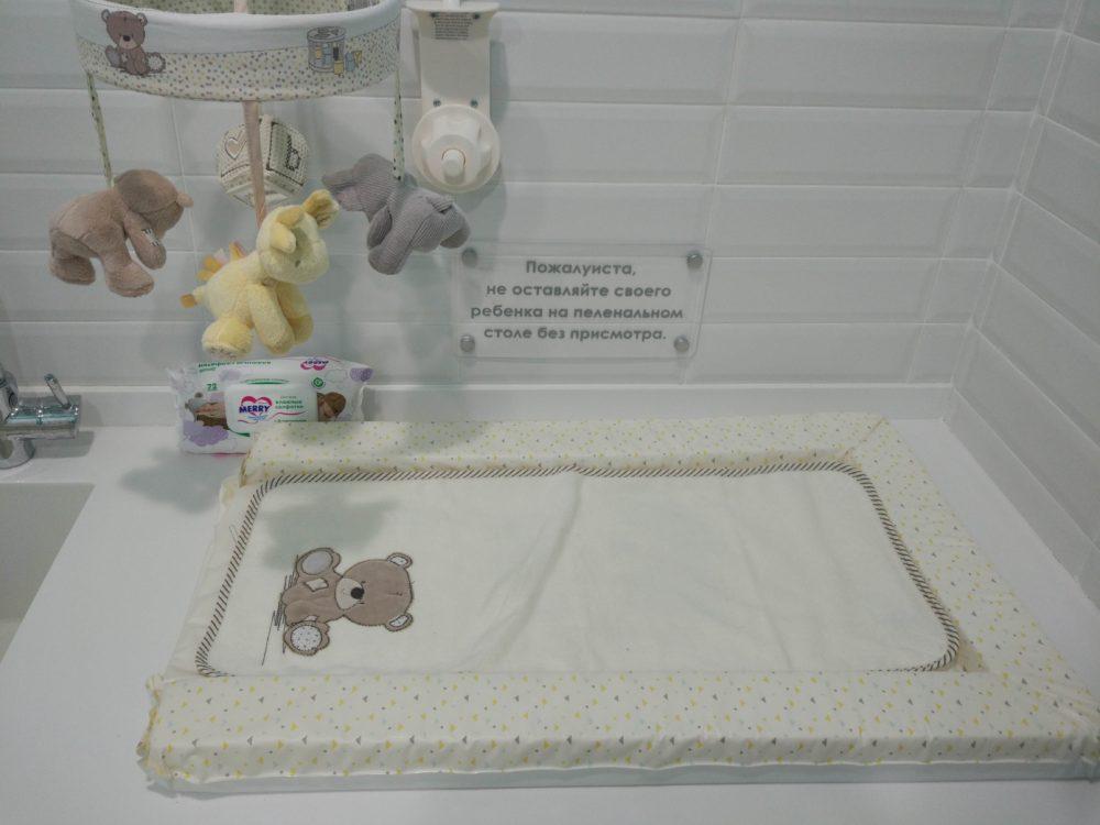 Комната матери и ребёнка в магазине Mothercare