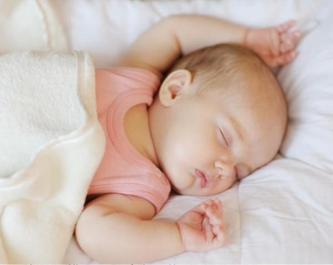 Младенцы спят и едят